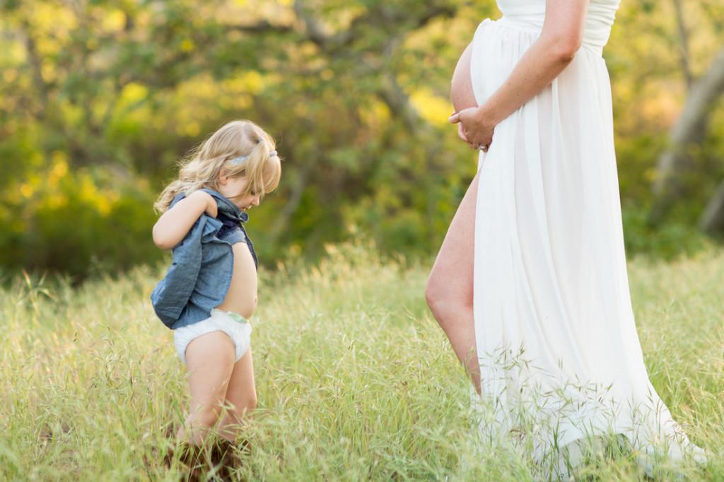 Mami, a je moj trebušček tako velik kot tvoj?