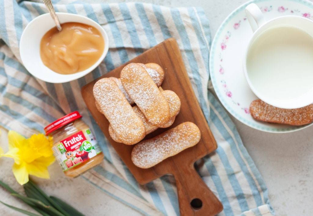 Jabolčno-cimetovi piškoti za dojenčke s kašico Frutek